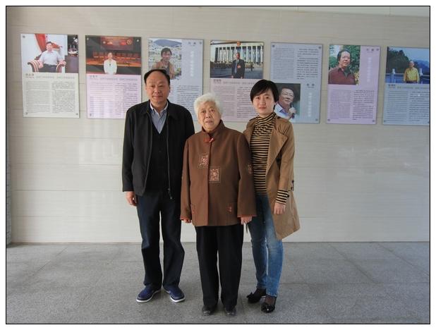 ——邵国荷先生和孟继琴老师合影二中校友风采墙图片